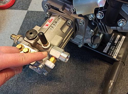 蔵王産業エンジン式高圧洗浄機